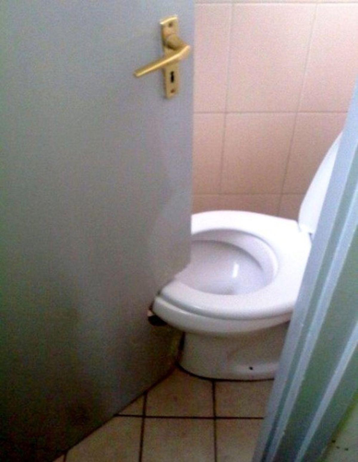Bilderesultat for baños debajo de escaleras