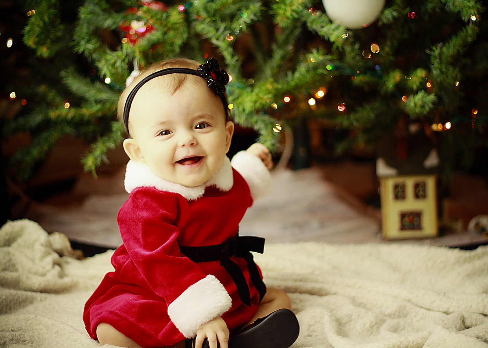 Cute Laughing Baby Wallpapers: Meet The Cutest Christmas Babies Who Can Be On Your
