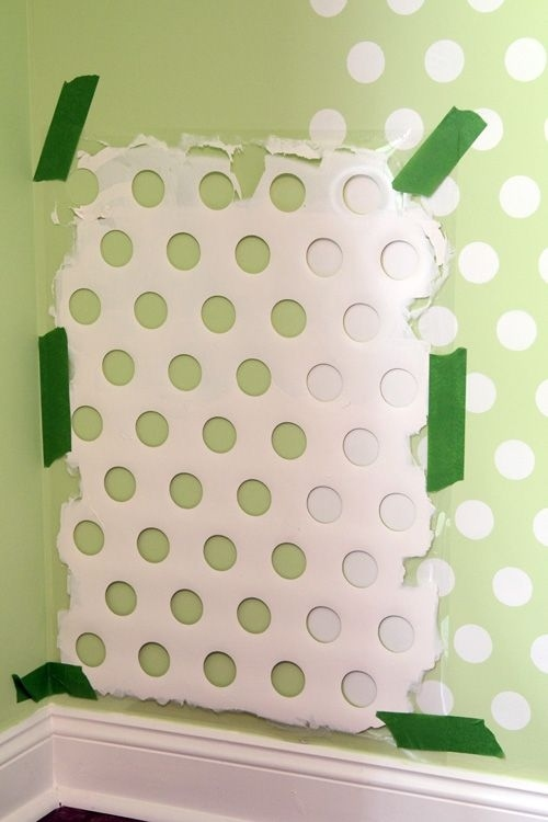 17. Use your old laundry basket for decorating your wall