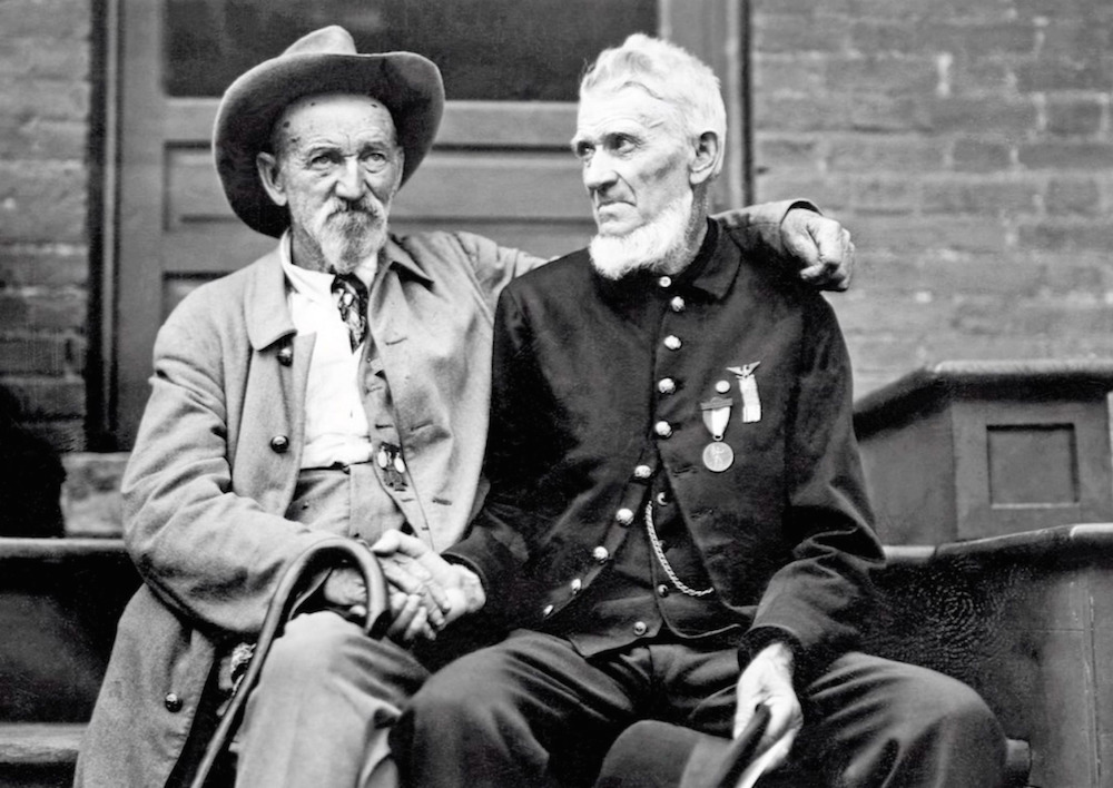 A Union and Confederate soldier reconcile, 1913