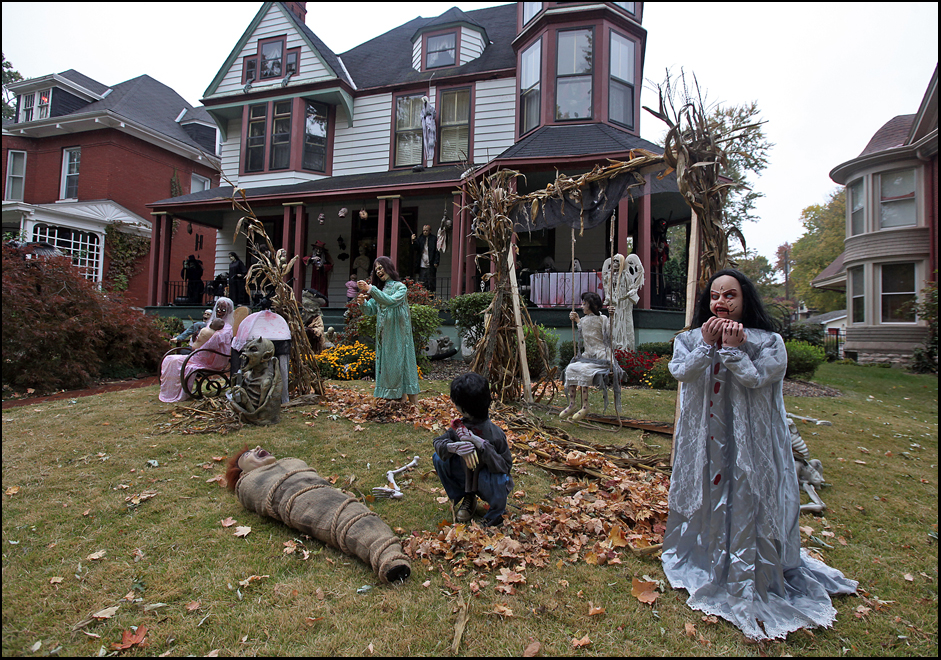 Halloween decorations Tuesday afternoon in the front yard of Nasser and Tina Henaifesh's home at 1628 Jersey. (H-W Photo/Phil Carlson)