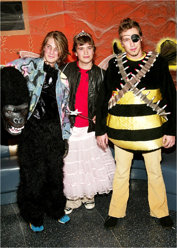 the-hanson-brothers-as-a-gorilla-kong-a-fairy-and-a-rambo-bee