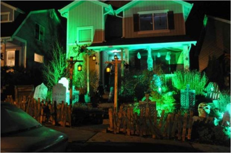 38 People Who Went Overboard With Halloween House Decorations
