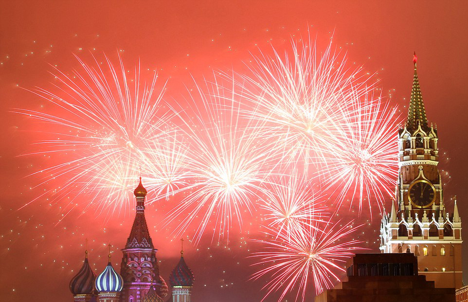 spectacular-fireworks-in-moscow-russia