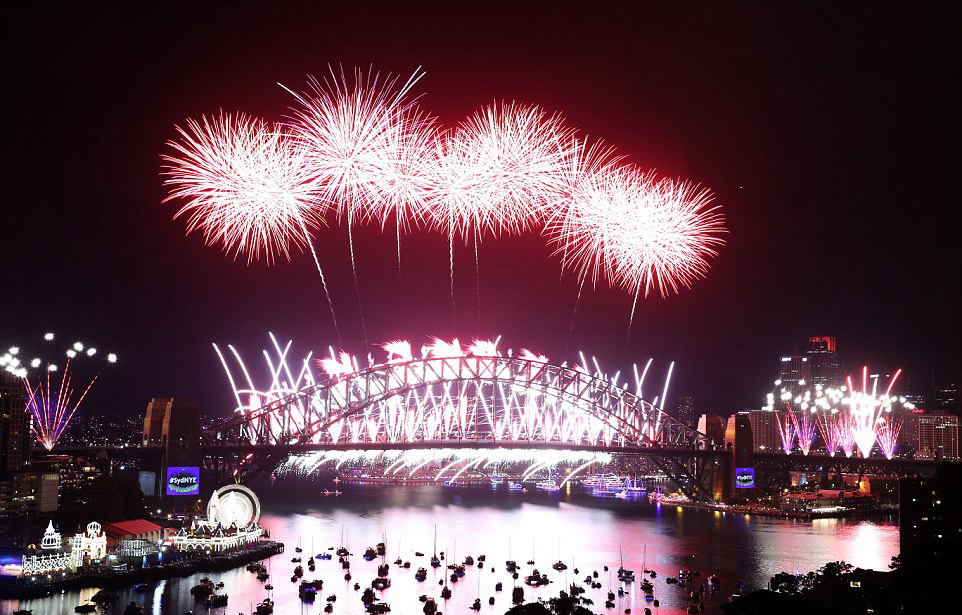 this-year-fireworks-in-sydney-was-dedicated-to-prematurely-deceased-prince-and-david-bowie