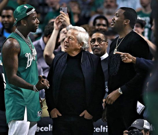 Robert Kraft talks to rappers Gucci Mane & Meek Mill at NBA basketball game